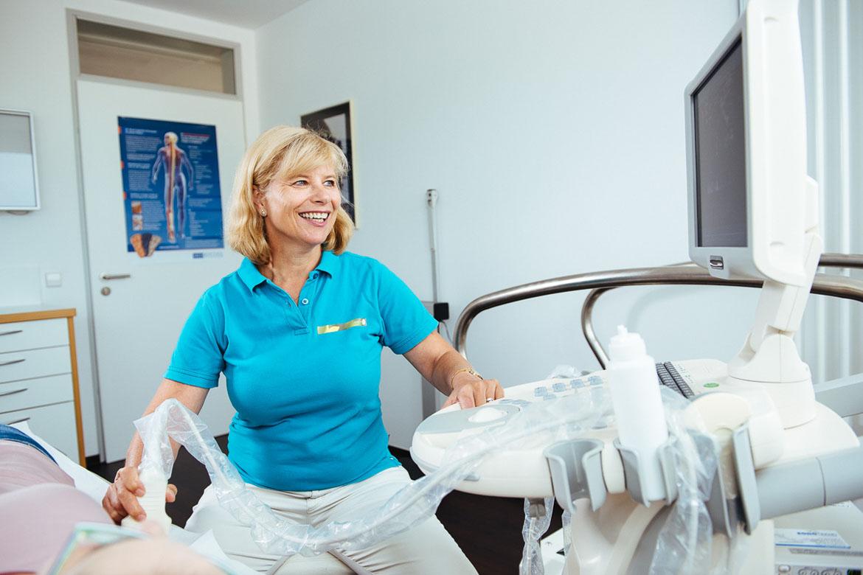 Praxis Dr. Niemer - Fachärztin für Allgemeinmedizin und Sportmedizin - Praxis - Ultraschall